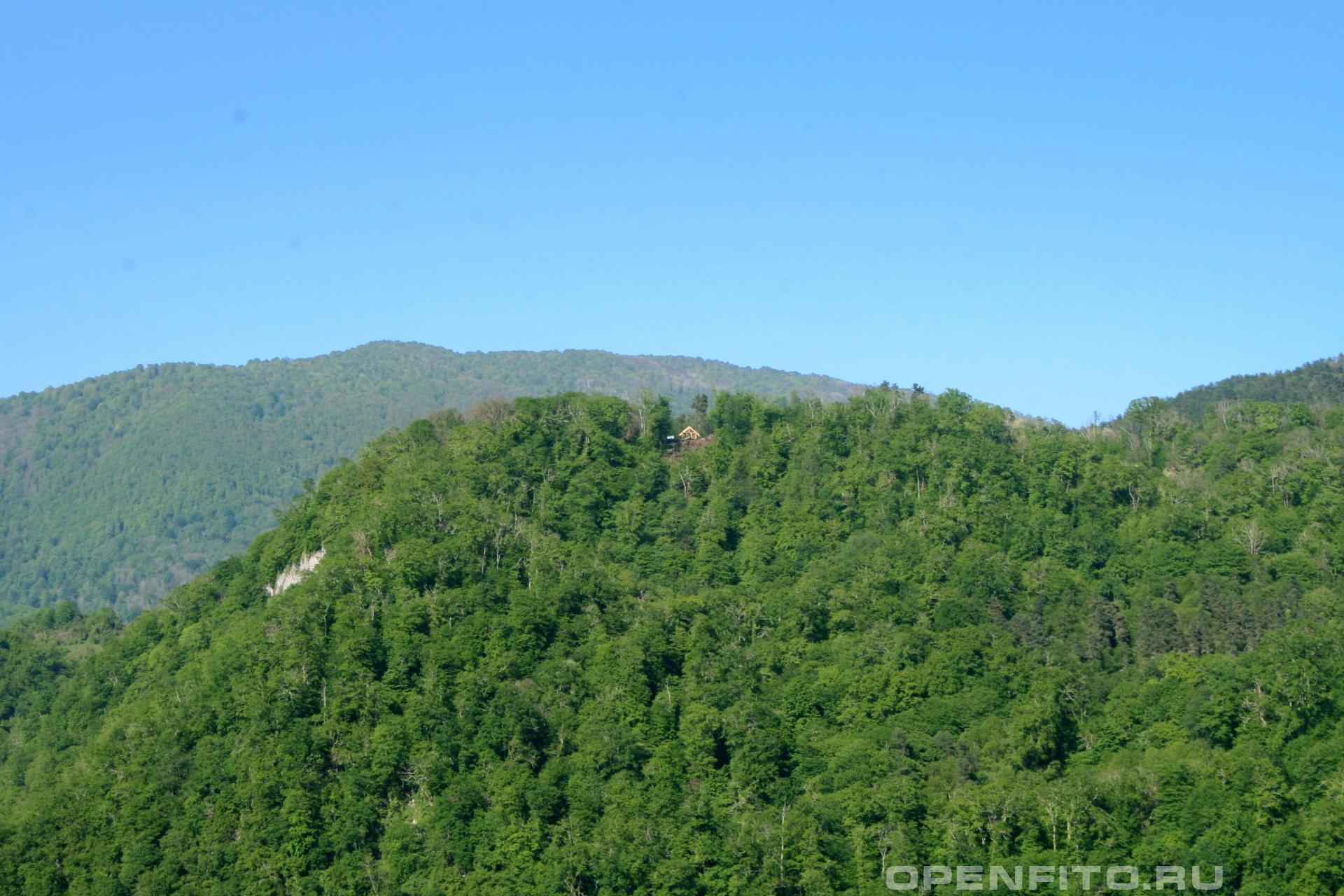 Домик на горе на высоте полтора километра