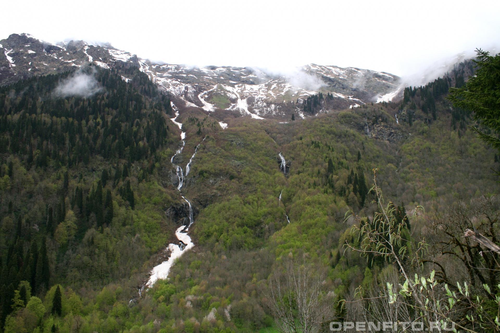 Склон горы с водопадами Гагры, Абхазия