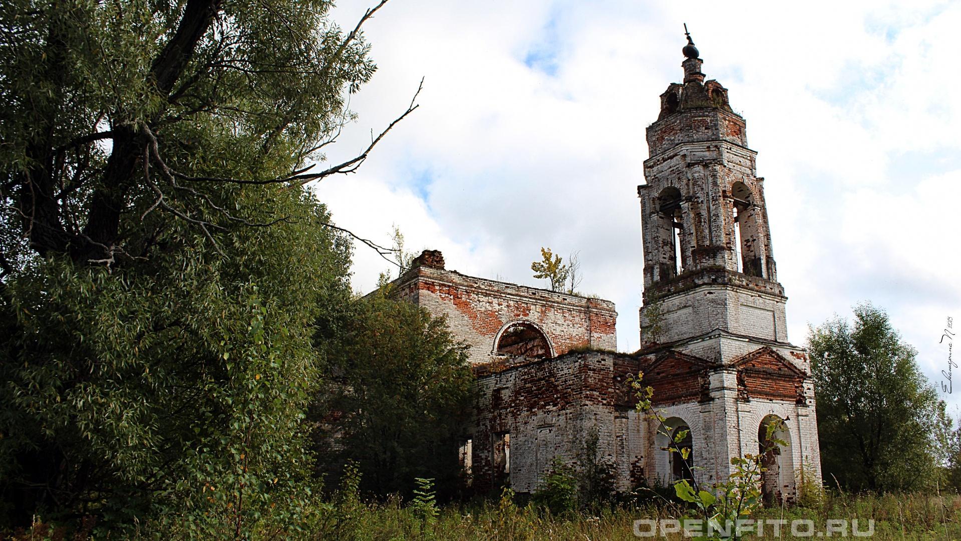 Никольская церковь Никольская церковь в селе Деревеньки Родниковского района Ивановской области