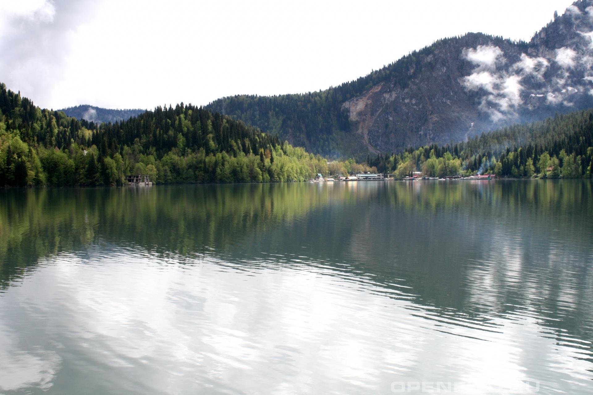 Рица Горное озеро